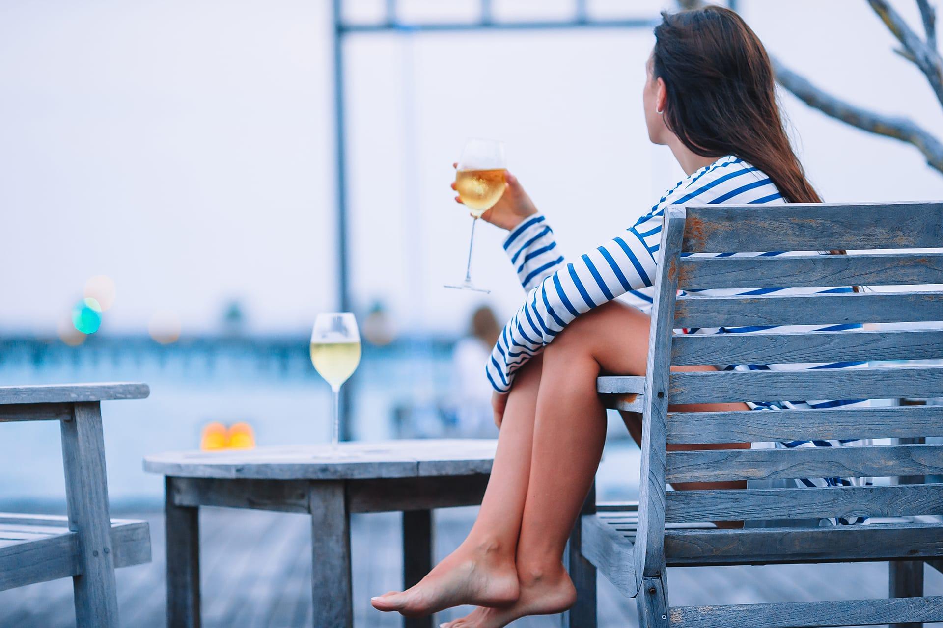 Alkohol a płeć – jak etanol wpływa na organizm kobiety? - KacDoktor